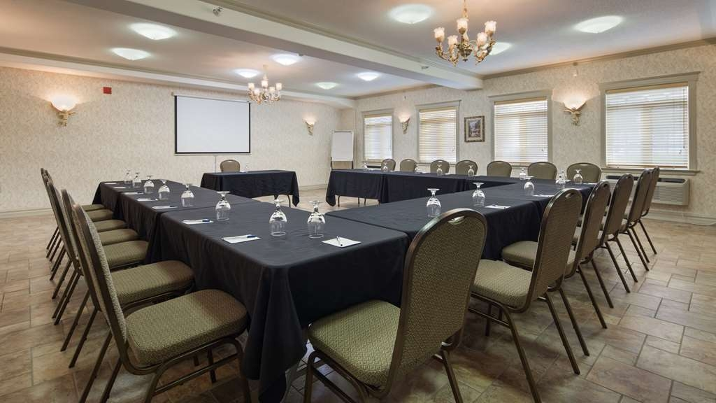 Best Western Plus Edmundston Hotel - Our meeting rooms are the ideal setting for corporate events. Call our staff to book today!