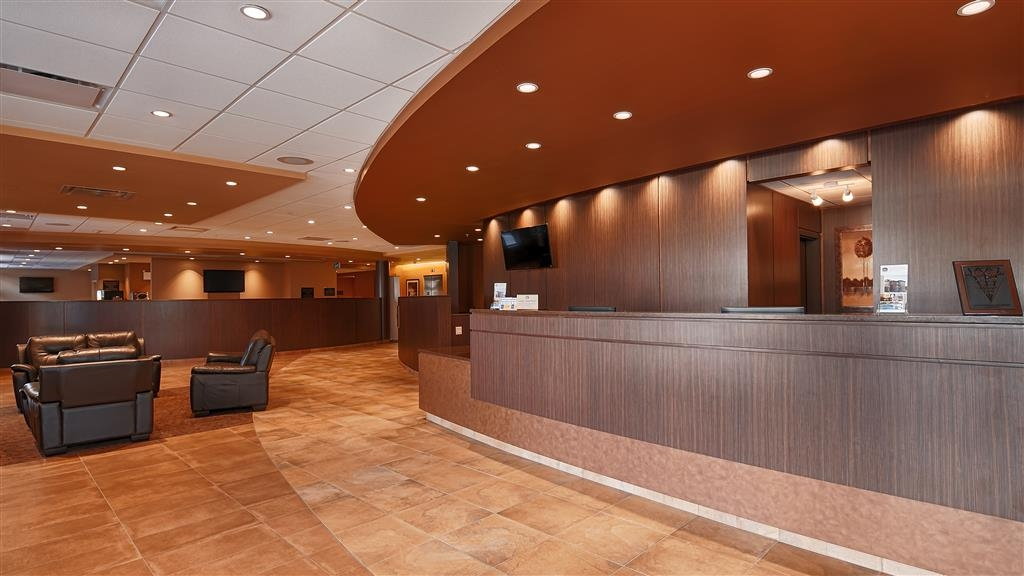Best Western Plus Bathurst Hotel & Suites - From the moment you enter, our friendly 24-hour front desk staff will make you feel welcome.