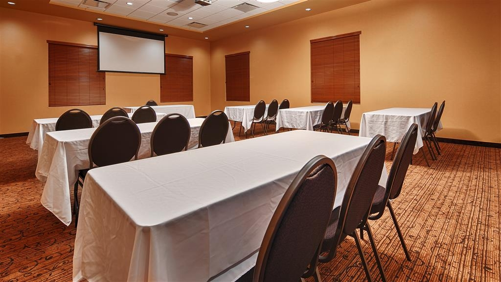 Best Western Plus Bathurst Hotel & Suites - Our meeting room is perfect for moderate sized gatherings, presentations or seminars.