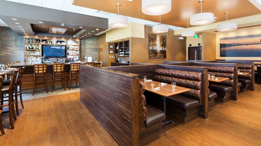 Best Western Plus Bathurst Hotel & Suites - Look no further than 150 Main Street -our on-site restaurant offering a variety of cuisines.