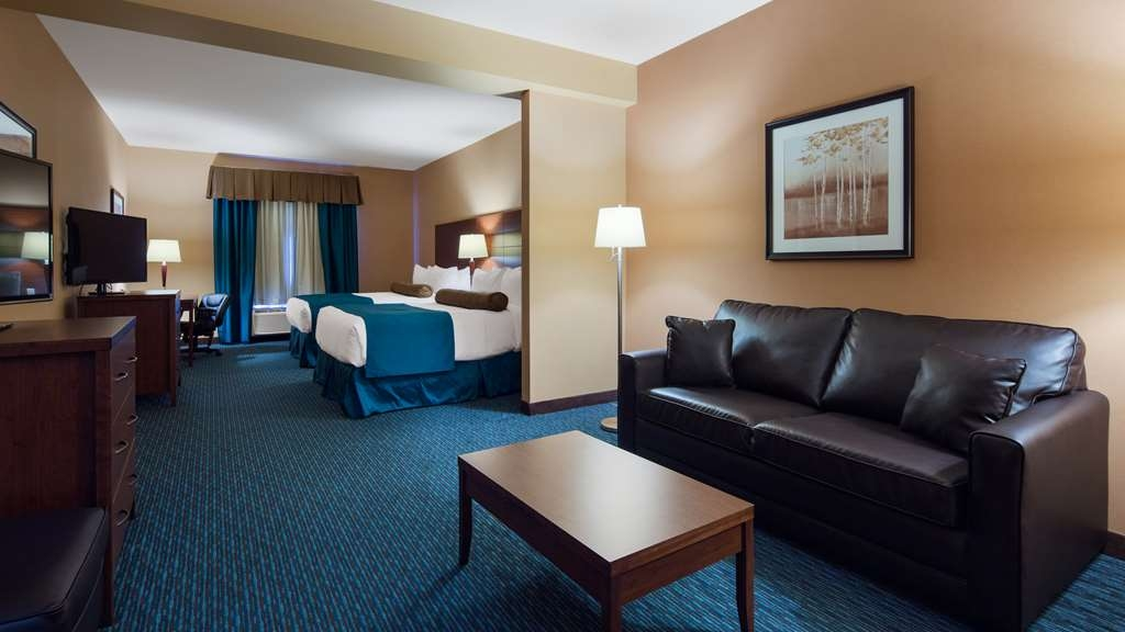 Best Western Plus Bathurst Hotel & Suites - If you're bringing a family of four our suite queen bedroom is the perfect choice!
