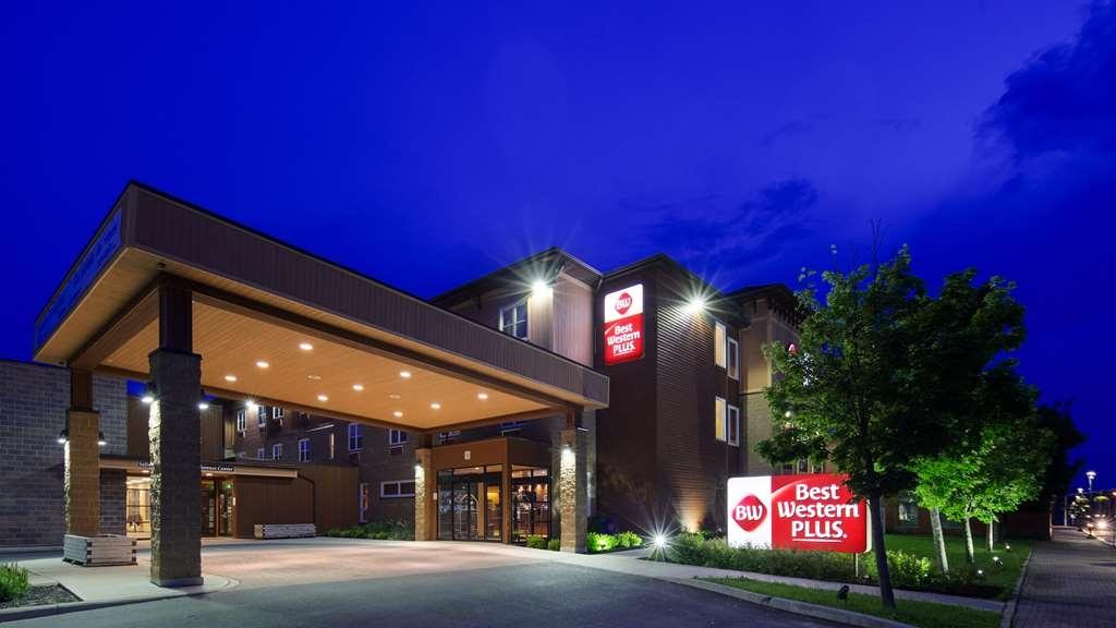 Best Western Plus Bathurst Hotel & Suites - Außenansicht