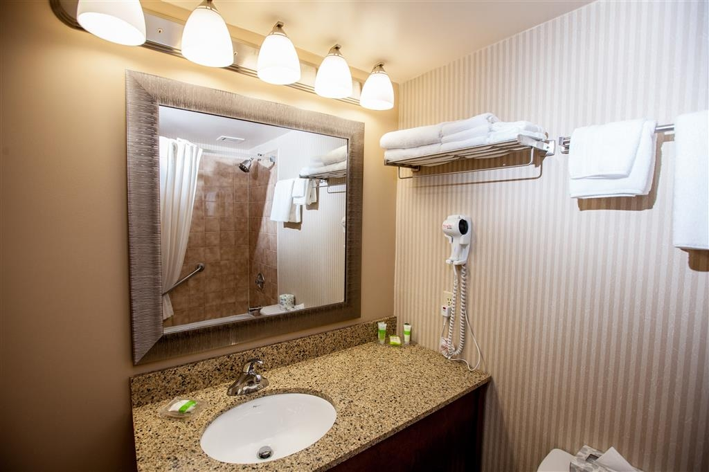 Best Western Truro - Glengarry - Guest bathrooms include granite upgrades.