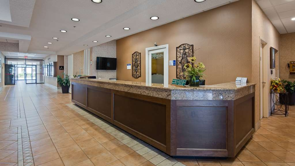 Best Western Truro - Glengarry - Visit our front desk staff for all your needs during your stay.