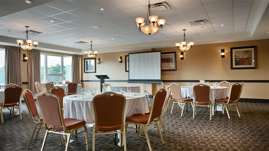 Best Western Plus Chocolate Lake Hotel - Audio / Visual capabilities and catering are available to make your meeting successful.