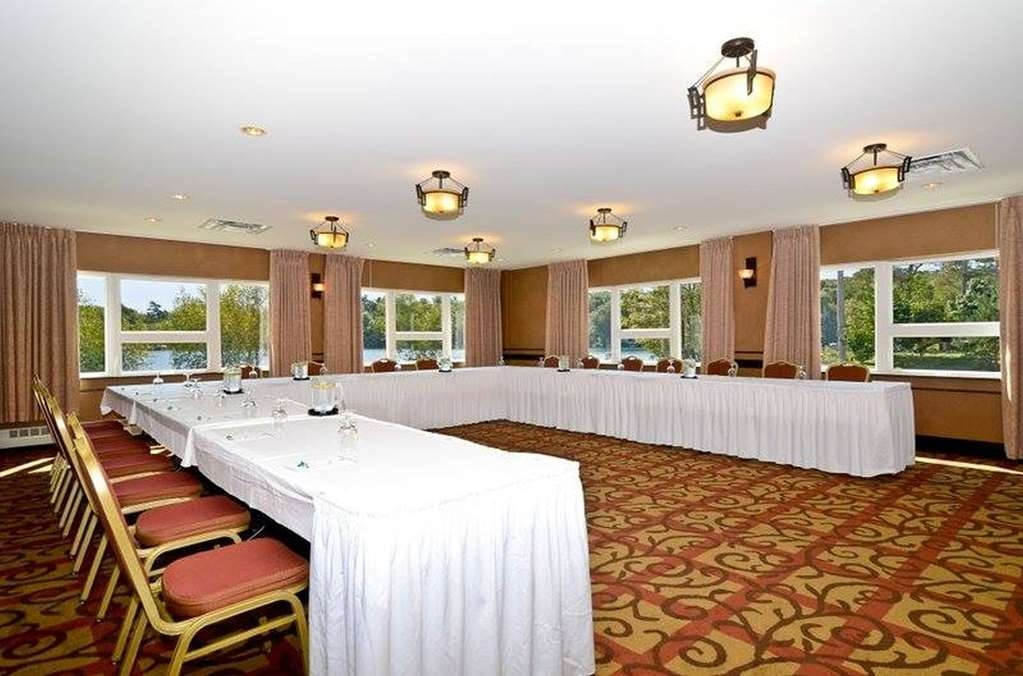 Best Western Plus Chocolate Lake Hotel - Our meeting room is perfect for moderate sized gatherings, presentations or seminars.