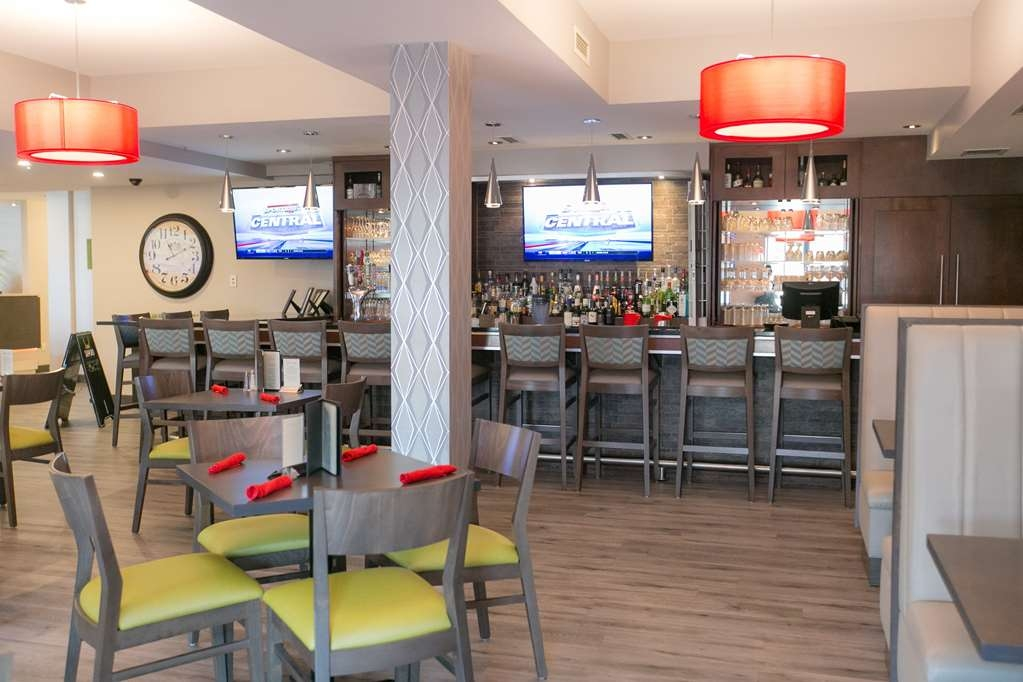 Best Western Plus Dartmouth Hotel & Suites - Choose from a wide selection of seating to enjoy your morning meal.