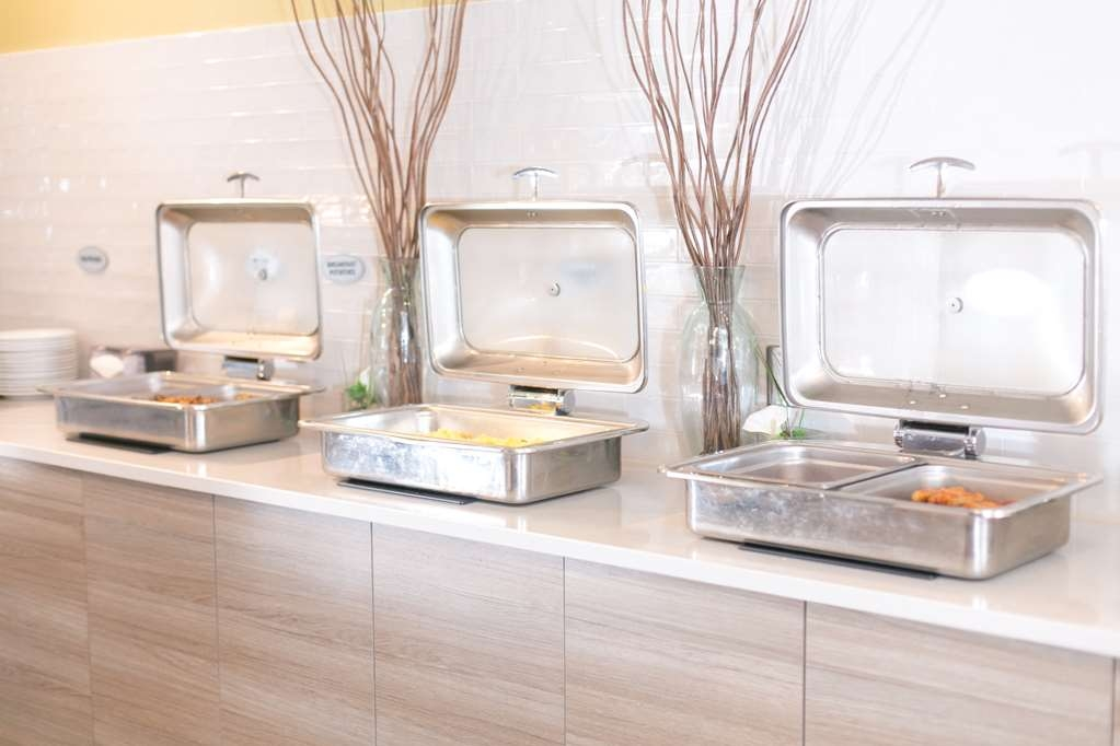 Best Western Plus Dartmouth Hotel & Suites - Cuisine Offered on the Breakfast Buffet