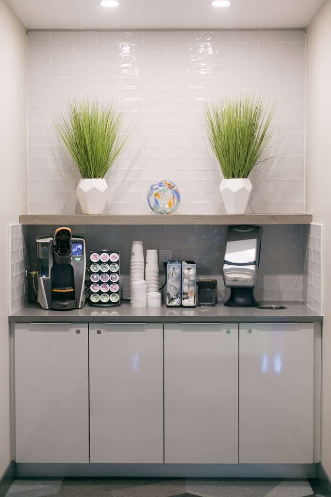 Best Western Plus Dartmouth Hotel & Suites - Coffee Bar