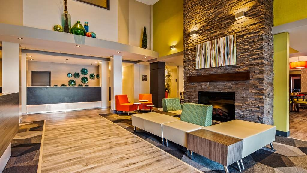 Best Western Plus Dartmouth Hotel & Suites - Hotel Lobby