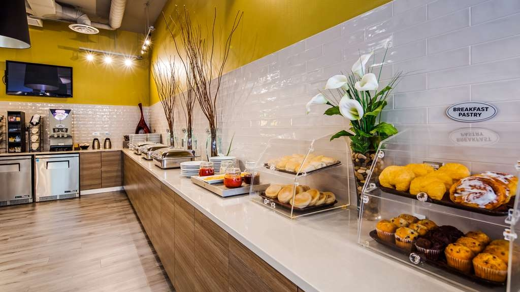 Best Western Plus Dartmouth Hotel & Suites - Breakfast Bar