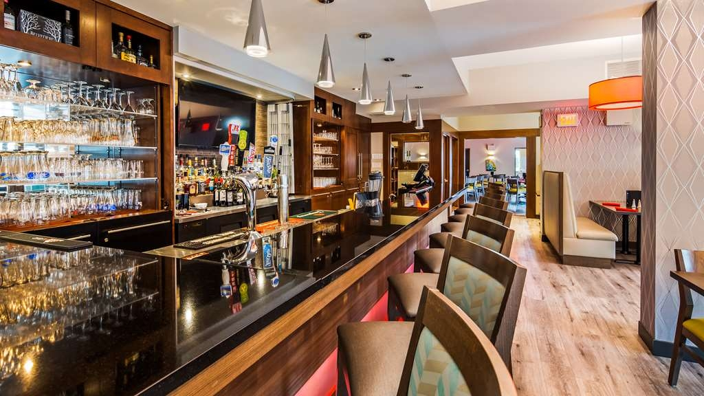Best Western Plus Dartmouth Hotel & Suites - Hotel Bar