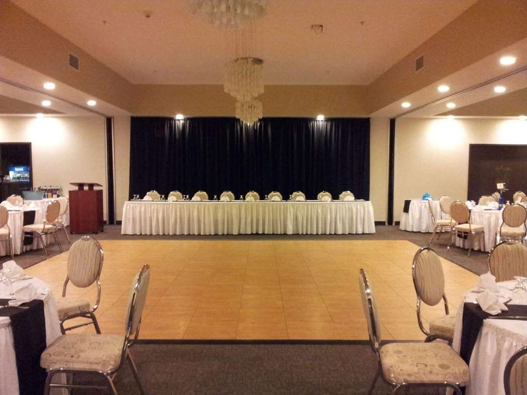 Best Western Plus Liverpool Hotel & Conference Centre - Head table & dance floor set-up