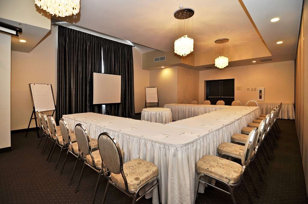 Best Western Plus Liverpool Hotel & Conference Centre - During your event enjoy complimentary high-speed wireless Internet, our state of the art audio visual equipment and delicious menu options.