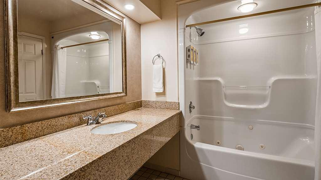 Hotel in Niagara Falls | Best Western Plus Cairn Croft Hotel