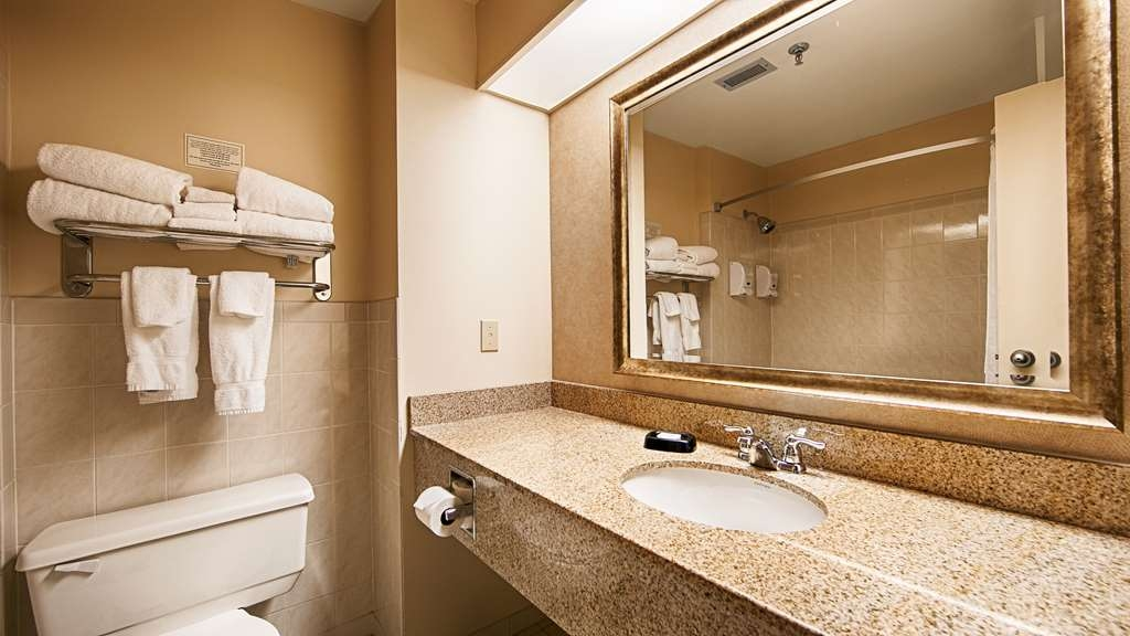 Best Western Plus Cairn Croft Hotel - Enjoy getting ready for the day in our fully equipped guest bathrooms.