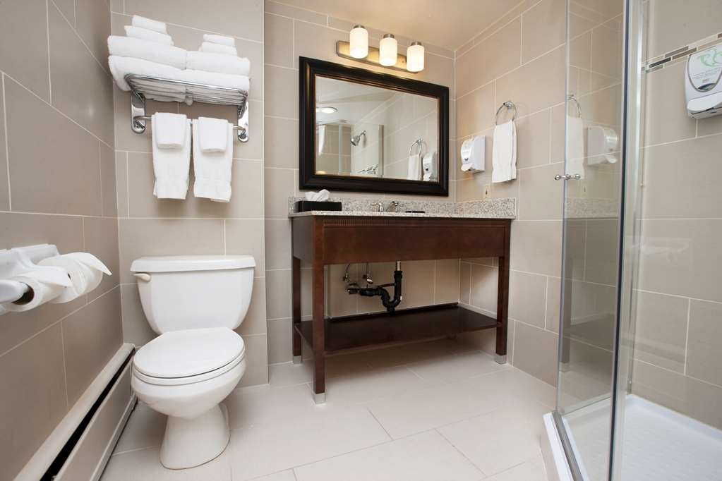 Best Western Plus Cairn Croft Hotel - Tower Suite Bathroom