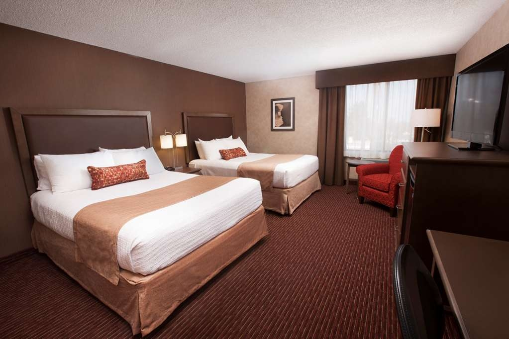 Best Western Plus Cairn Croft Hotel - Our standard tower guest room with two queen beds, all rooms have refrigerators.