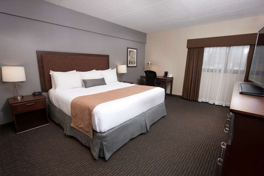 Best Western Plus Cairn Croft Hotel - King bed guest room, all room have refrigerators.
