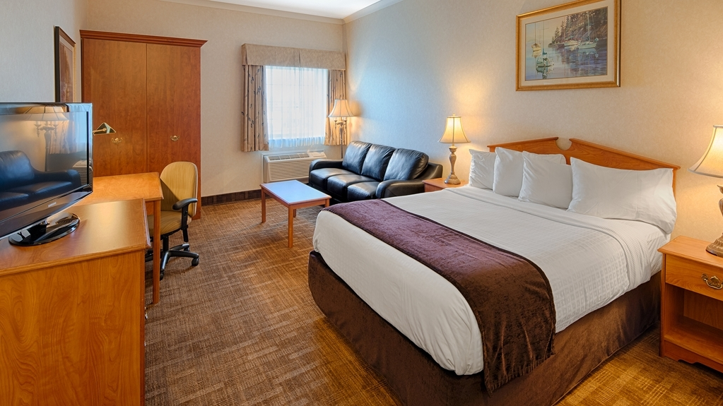 Best Western Thunder Bay Crossroads - Relax in one of our Business Rooms - Queen with Queen Sofa Bed. Your comfort is our first priority. This is NOT pet friendly