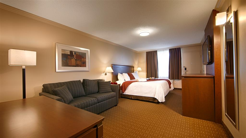 Best Western Plus Guildwood Inn - For additional space choose a King guestroom featuring a sofabed.