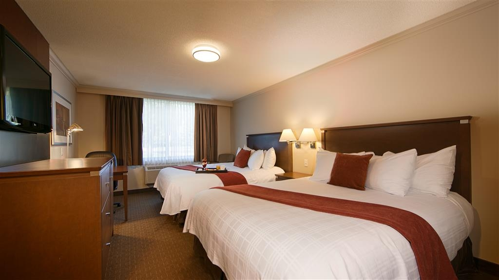 Best Western Plus Guildwood Inn - Two Queen guestrooms offer more space for multiple guests.