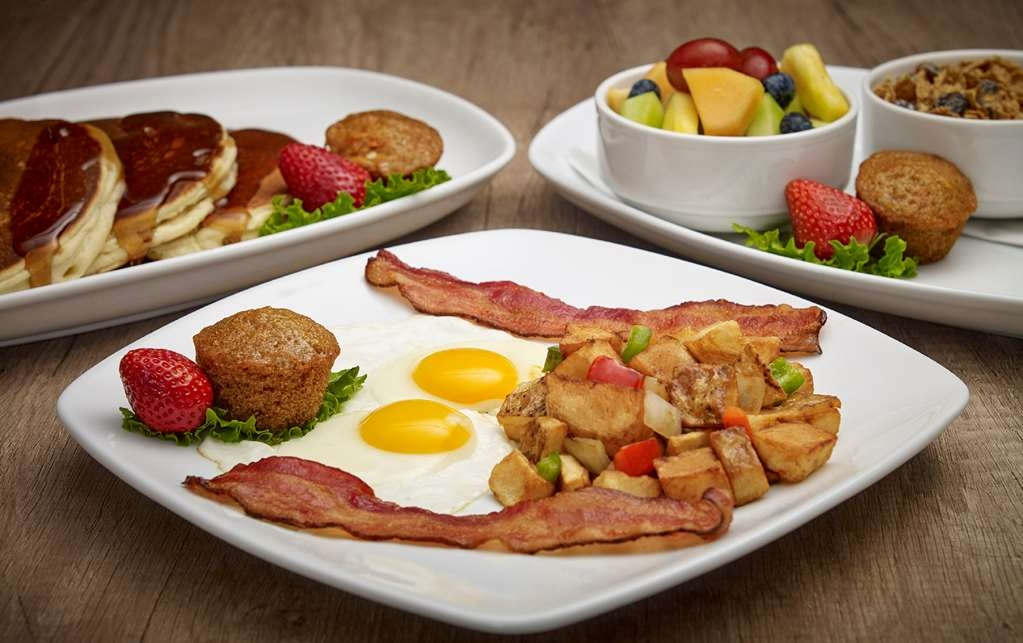 Best Western Plus Guildwood Inn - Start your day with a delicious breakfast.
