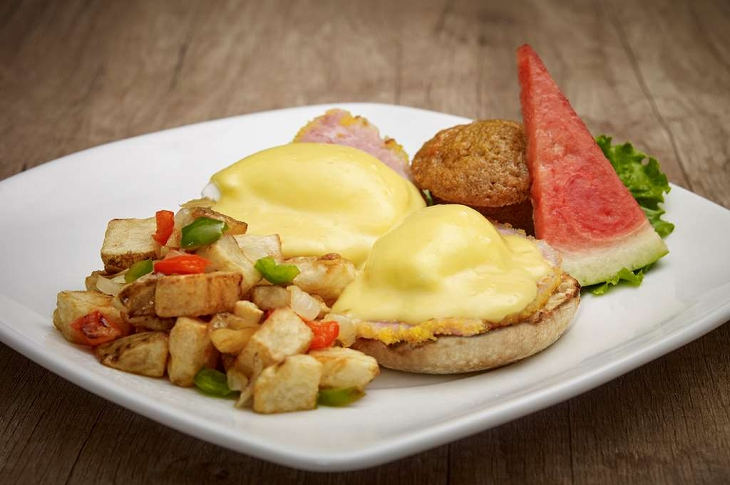 Best Western Plus Guildwood Inn - Breakfast to start your day right.