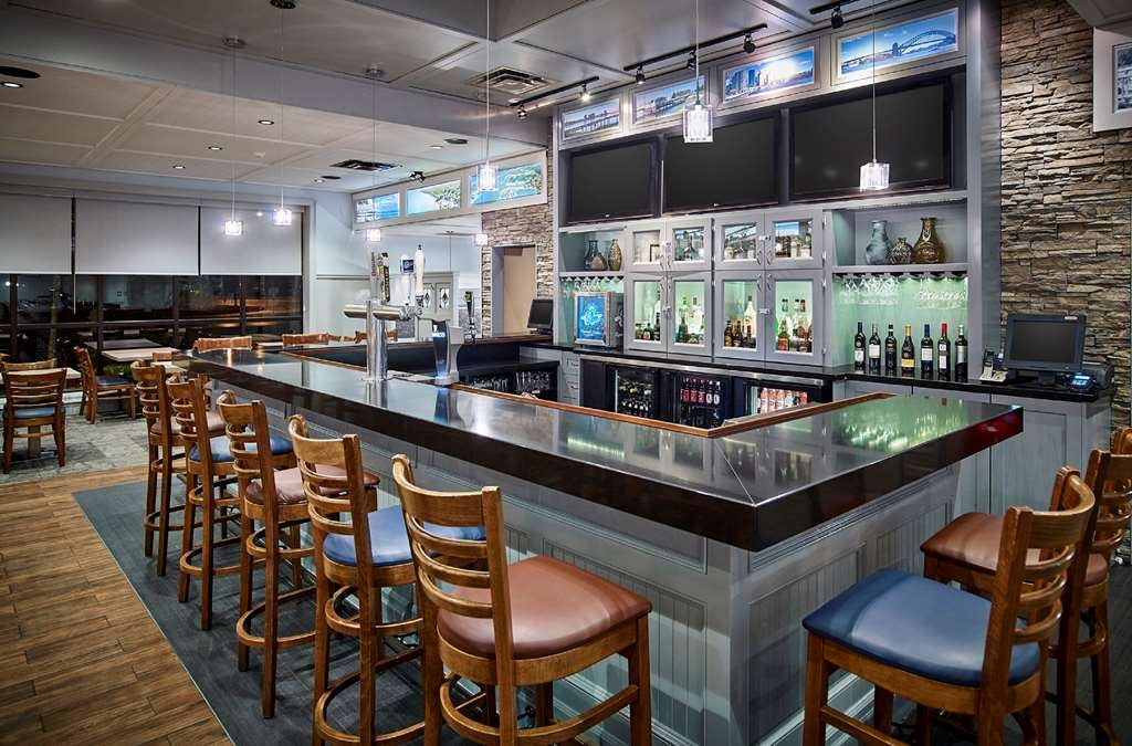 Best Western Plus Guildwood Inn - Hotel Bar