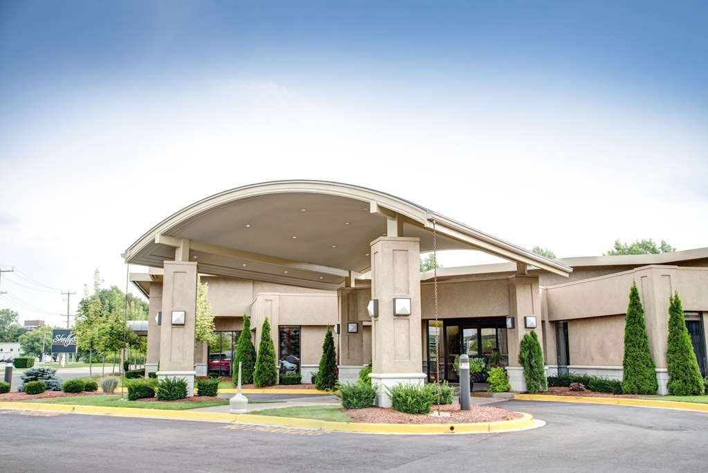 Best Western Plus Guildwood Inn - Enjoy the hospitality of Best Western Plus Guildwood Inn located near downtown Sarnia and sandy Lake Huron beaches!