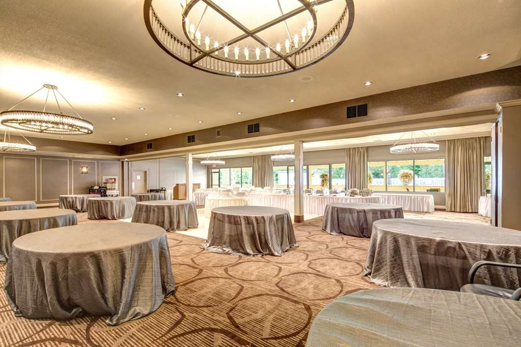 Best Western Plus Guildwood Inn - Planning a wedding, meeting or social event? 9 meeting rooms (over 8,000 sq. ft.) can accommodate up to 375 guests.