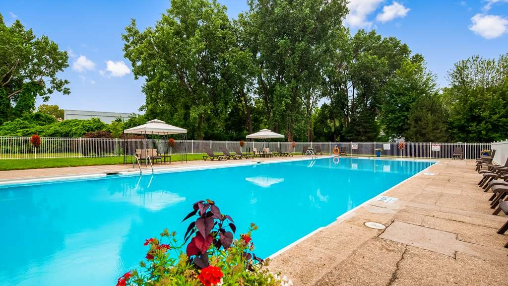 Best Western Plus Guildwood Inn - Outdoor Pool