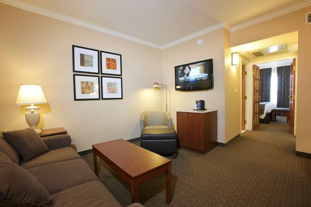 Best Western Plus Lamplighter Inn & Conference Centre - Suite