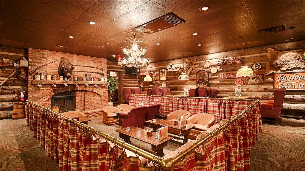 Best Western Fireside Inn - Enjoy a meal with friends and family at Tom's Place Lounge.