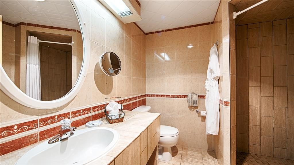 Best Western Fireside Inn - Pamper yourself in our whirlpool suite bathrooms.