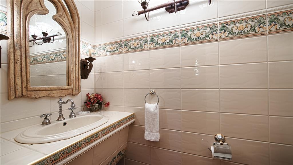 Best Western Fireside Inn - Our Renaissance Suite Bathroom