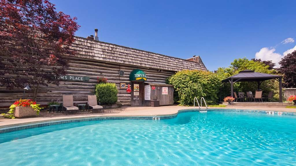 Best Western Fireside Inn - Our Seasonal Outdoor Pool is open from 9 a.m. to 9 p.m. (weather permitted)