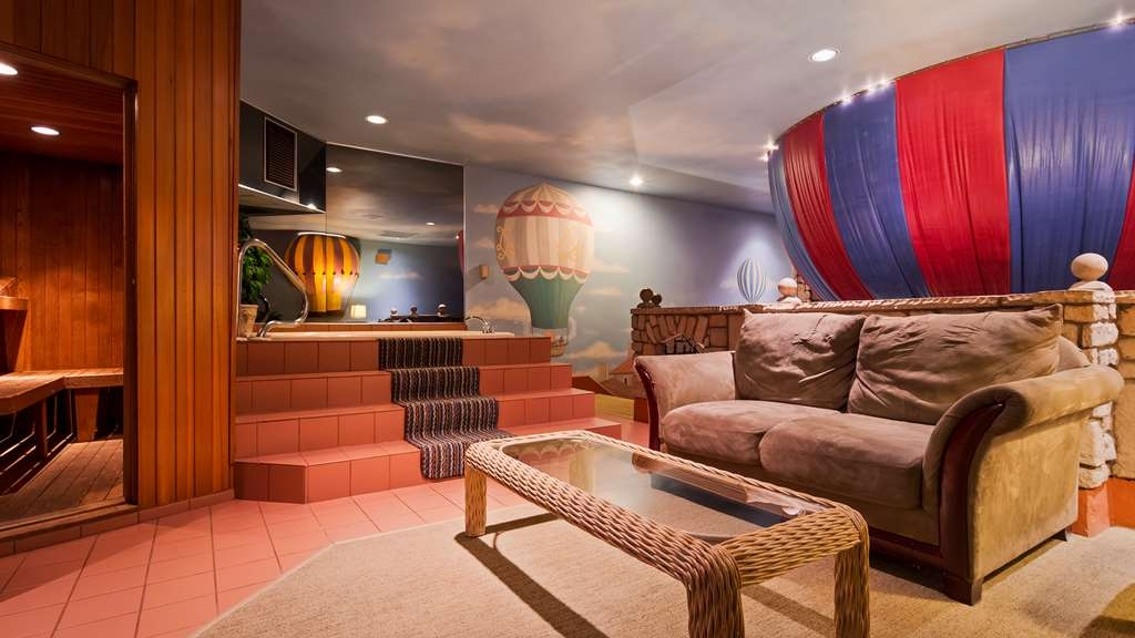 Best Western Fireside Inn - Whirlpool, Sauna and Seating Area in our Flights of Fantasy Suite.