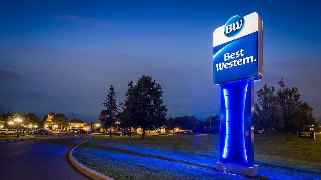 Best Western Parkway Inn & Conference Centre - Area esterna