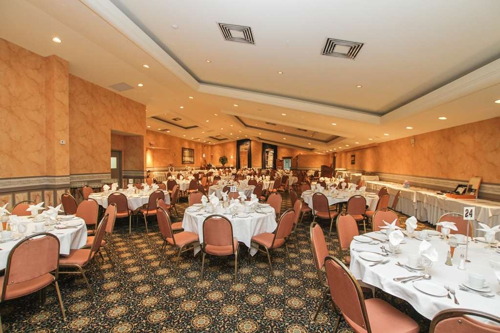 Best Western Parkway Inn & Conference Centre - The Cabaret Ballroom is the perfect room for meetings, weddings, receptions and banquets