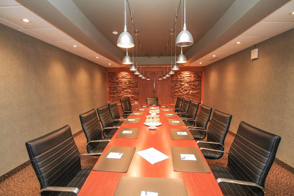 Best Western Parkway Inn & Conference Centre - The Boardroom, one of seven distinctive meeting rooms, is designed for the way business should be conducted.