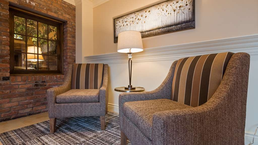 Best Western Parkway Inn & Conference Centre - Hotel Lobby
