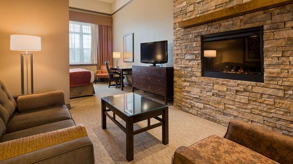 Best Western Parkway Inn & Conference Centre - King mini suite. Spacious room featuring king bed, pullout sofabed and electric fireplace.
