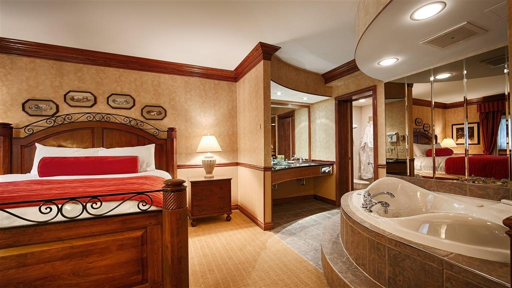 Best Western Parkway Inn & Conference Centre - Two room suite features a bedroom area with whirlpool, separate bath with standup shower, and a separate sitting room with fireplace.