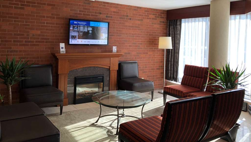 Best Western Plus Ottawa City Centre - The lobby makes a great gathering place for all.