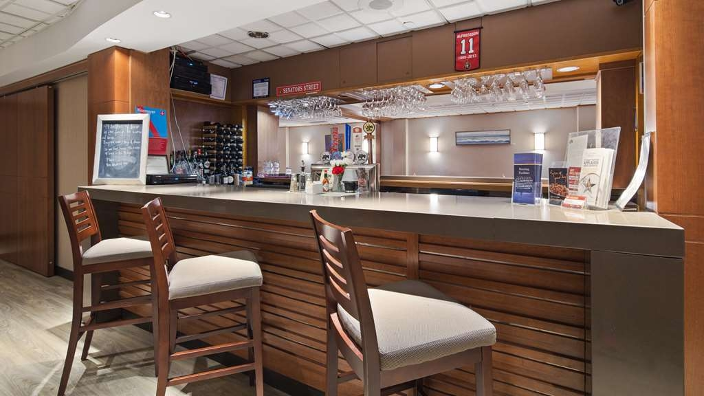 Best Western Plus Ottawa City Centre - Bar / Lounge