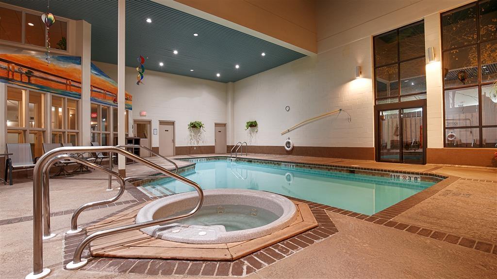 Best Western Belleville - Hallenbad und Wannen-Whirlpool