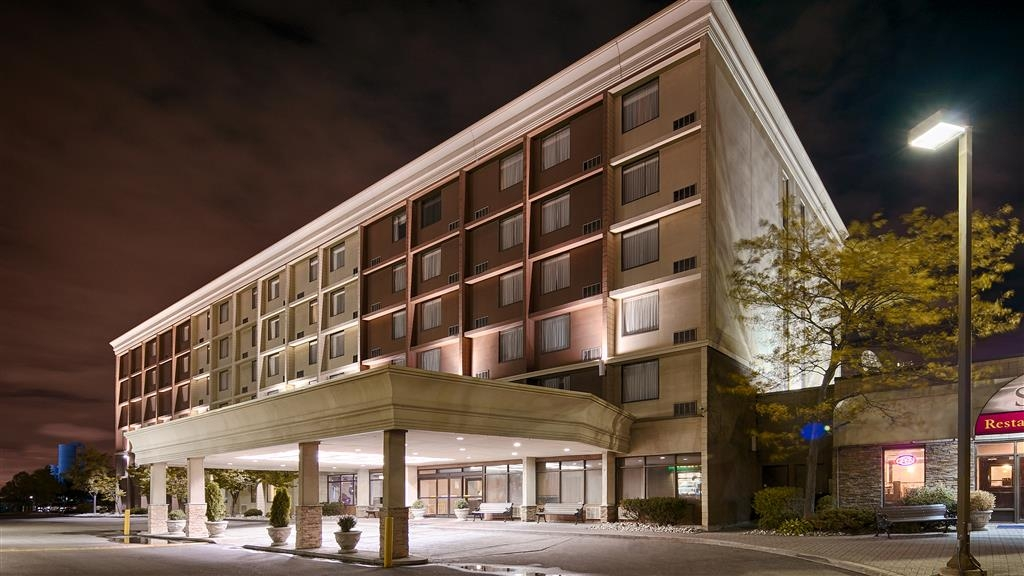 Best Western Plus Toronto Airport Hotel - Vista Exterior