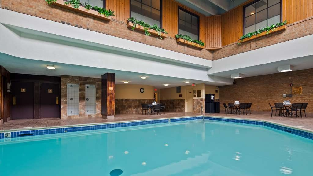 Best Western Plus Toronto Airport Hotel - Piscina