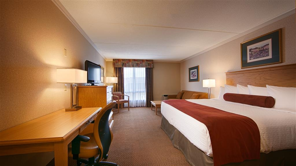 Best Western Plus Cobourg Inn & Convention Centre - Standard king room with queen sofa bed.